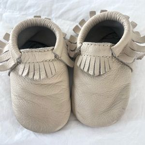Great Freshly Picked Moccasins size 4 Birch